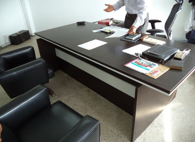 ID: HT ET32, Quality Executive Table