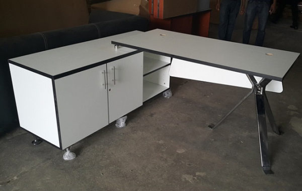 ID: HT ET26, Lowes Manager Table